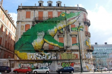 crocodile-street-art-in-lisbon-portugal-660x435